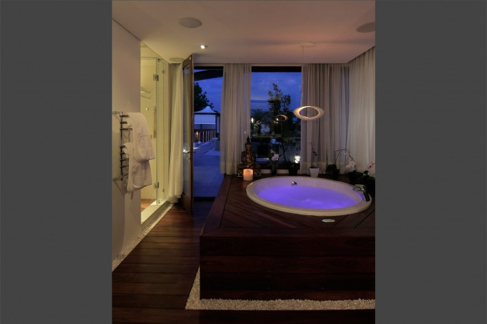 Urban Oasis, Mexico City, full tub - designed by Sage Architecture